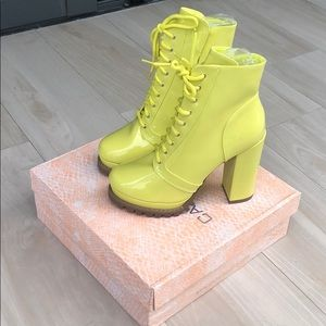 Yellow lace up booties chucky heels 6.5